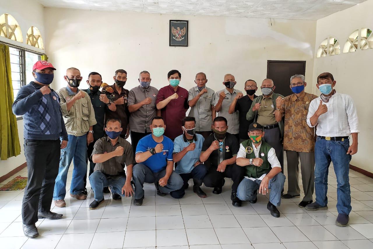Saat Foto Bersama H.Gun gun Gunawan bersama pa Purnawiran dan jajaran pengurus Pepabri Kab.Bandung